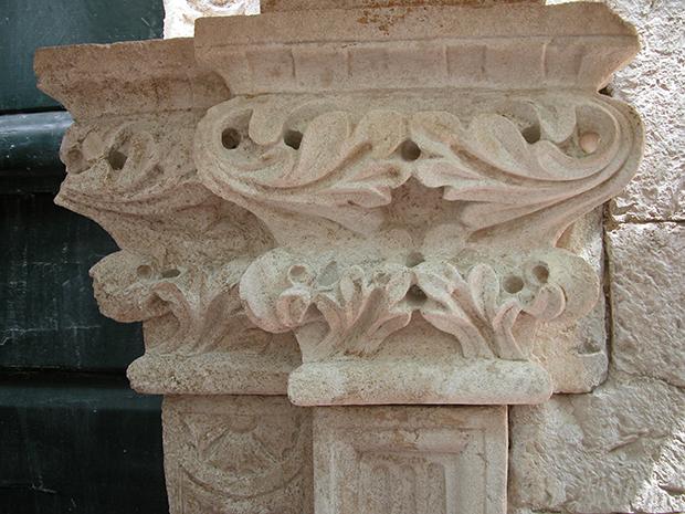 Dettaglio del portale dopo restauuro