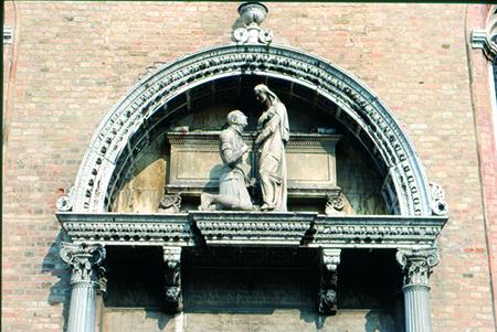 Portale della Chiesa di Sant'Elena