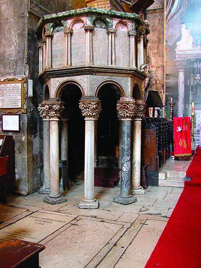 Pulpito di San Lorenzo durante restauro