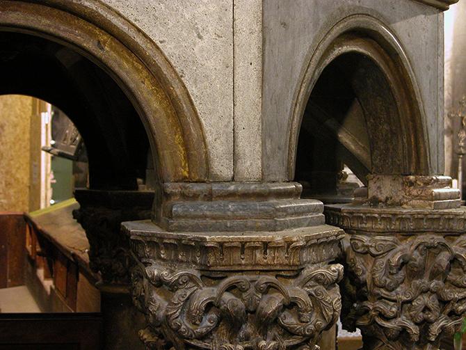 Pulpito spalato durante restauro