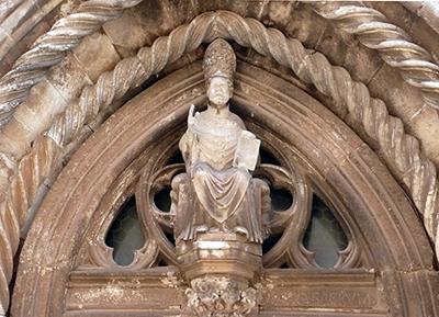 La lunetta del portale con la statua di San Marco prima del restauro