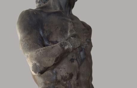 Particolare della statua di Adamo prima del restauro