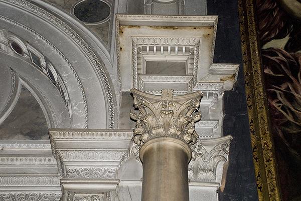 Dettaglio Capitello del portale d'ingresso 2