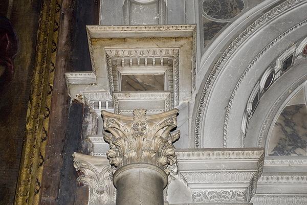 Dettaglio Capitello del portale d'ingresso
