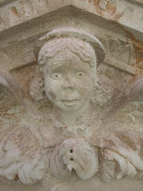 Particolare del portale a restauro ultimato