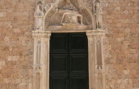 Portale della chiesa dei Francescani