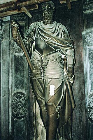 Statua di Jacopo Foscari prima del restauro