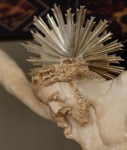 Cristo in avorio particolare dopo restauro