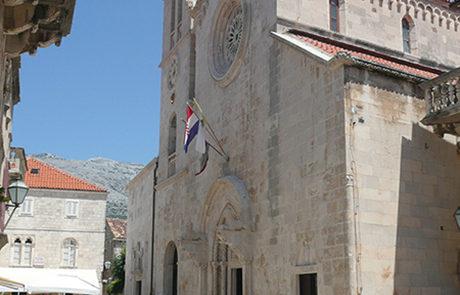 La facciata della cattedrale restauro ultimato