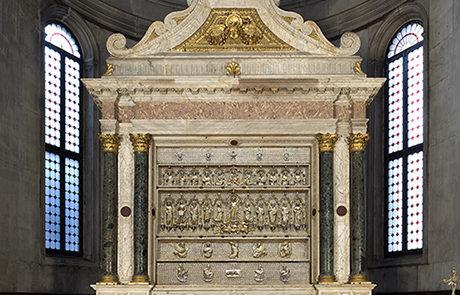 La pala dopo il rstauro con il particolare della Trasfigurazione