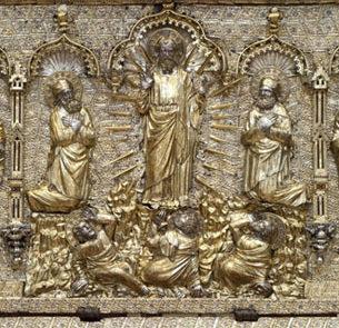 La pala dopo restauro con il particolare della Trasfigurazione