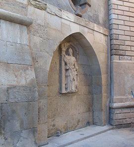 Particolare della figura femmilnile della fontana Sagredo